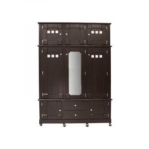 Gran ropero en color chocolate, cuenta con maletero y ruedas para fácil movimiento